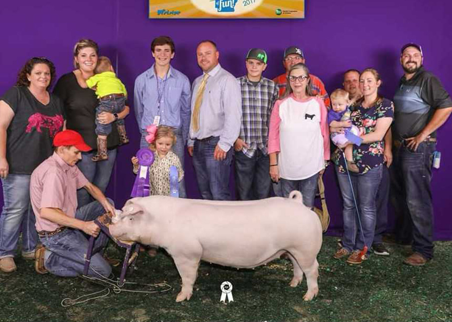 17-GC-Chester-White-Gilt-Ark-State-Fair-Kaden-Bryant
