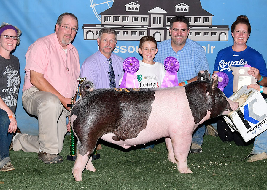 Champion_4H_and_Overall_Champion_Market_Barrow_2017_Missouri_State_Fair_Shown_by_Royse_Laffey