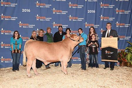 Martin_Family_Grand champion overall Steer Houston 16